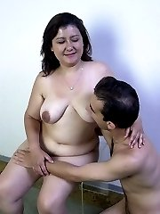Mature brunettes fat pussy gets fucked