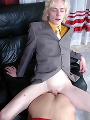 Curious straight guy readily learns the ropes of oral and anal gay workout