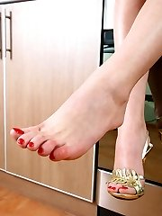 Beating babe luvs her delicious feet and today she's burning to show you her treasure