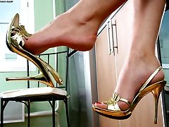 Striking babe loves her sweet feet and today she's burning to show you her treasure