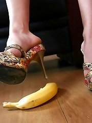 Watch hot brunette squeezes banana by her hot toes