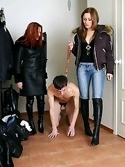 Slave, tied the rope around his neck, wich licking feet -what a good start for having fun