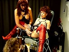 Bizarre bdsm pee games