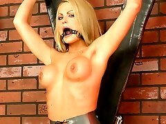 Kinky beauty gets torture