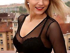 Samantha Jolie, Lingerie Exhibitionist