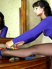 Luring babe fits on different pantyhose trying to match them to her attire