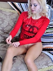 Smoking hot blonde unclothes her skin-taut jeans to boast extra sheer tights