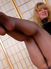 7 inches high-heeled slippers and shiny black pantyhose