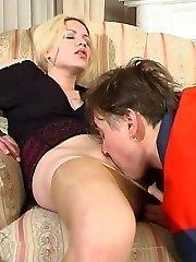 Blondie filming her pantyhosed pussy before seducing worker into fucking