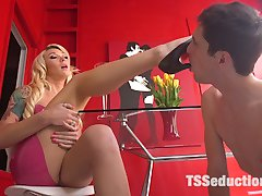 Barbie bitch Aubrey Kate is a Latex Goddess being served by male slave Tony Orlando. Aubrey lets...
