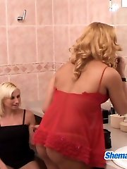 Slutty shemale and naughty gal knowing how to spend their time in rest-room