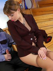 Sexy business lady doesnt mind to tear her tan pantyhose for wild scoring