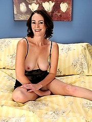 Horny mature babe Veronica Snow bounces on his cock.