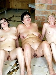 Two dudes fucking five mature nymphos