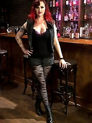 Andre Shaktis only in town for one night and shes cruising the bars determined to get laid! This...