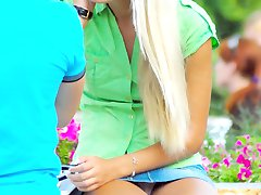 Blonde bimbo in sexy upskirt pics