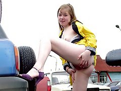 Teen plumper flashing her pussy at parking