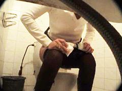 Feeds from spy cam hidden in ladies� room in univercity