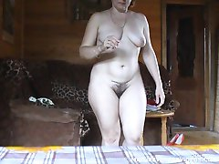 Mature voyeur shots of a naked mature chick
