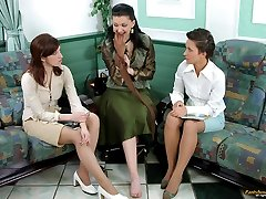 Kinky business-ladies spreading their legs for pantyhose play on the sofa