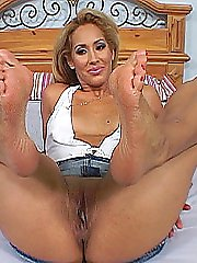 Pedicured blonde slut strokes a fat dick with her pedicured feet