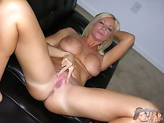Amateur Blonde MILF Christina Modeling Nude And Spreading Ass