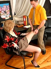 Lewd mom tongue-tickling meaty cock before having frantic pantyhose fucking