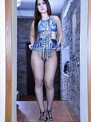 Curvy hottie flashes the waistband of her pantyhose before posing topless