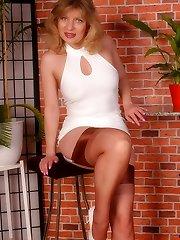 Angel in sheer cupreous reinforced heel stockings
