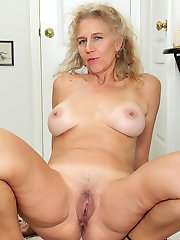 Mature amateur Cally Jo exposes her older hairy pussy.