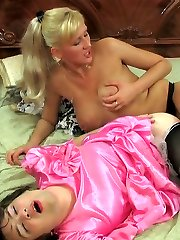 Cord-on armed chick and a dolled up sissy perfectly match for bung work