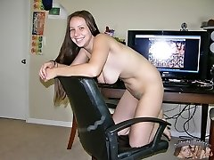 Zoe Rae Modeling And Spreading Nude At Her House