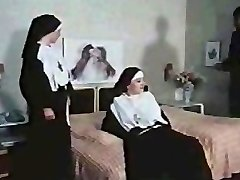 Nuns getting Horny (German)