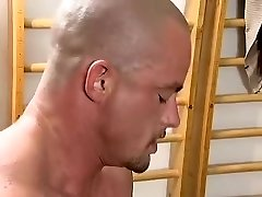 Classic Double-pussy-penetration Scenes: German amateur gets her cunt seriously streched