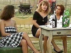 Angelica Bella and Simona Valli in Retro Group Shag