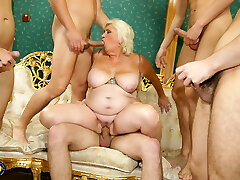 Mature whore mom fucked and covered by boys