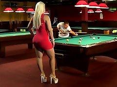 A tick blonde women with big hefty ass
