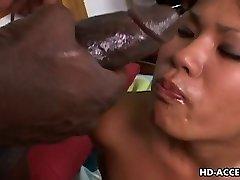 Asiatiska hoe Kyanna Lee interracial sex