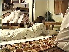 Rozkošný Jap se těší na spy cam erotické masáže video