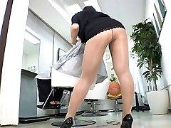 Reiko Nakamori Hawt Barber In Hose