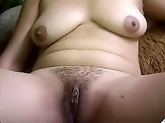 Jugs Desi New Camgirl Rubbing her Fur Pie on cam