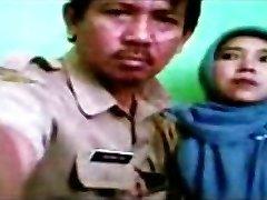 الإندونيسية - bidan berjilbab