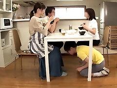 sexo em grupo japon�s com ratas a lamber e a foder