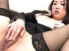 J15 Japanese secretary thumbs her snatch
