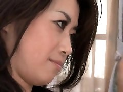 Sayuri Shiraishi rides a thick rigid rod