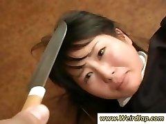 Ázijské slúžky získať ponižovania a zaobchádzať ako blbosť v tento klip