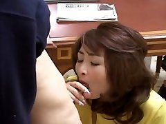 Sexy Japanese MILF gets nailed