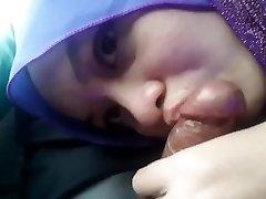 Bj Hijab Girlfriend In The Car