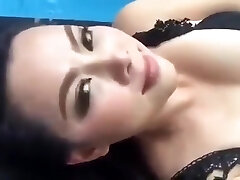 Thai porn industry star (Bume Panatda) Show her sexy assets on a facebook live