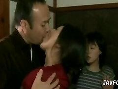 여자 익사에서 침 키스에서 아내와 딸 단계